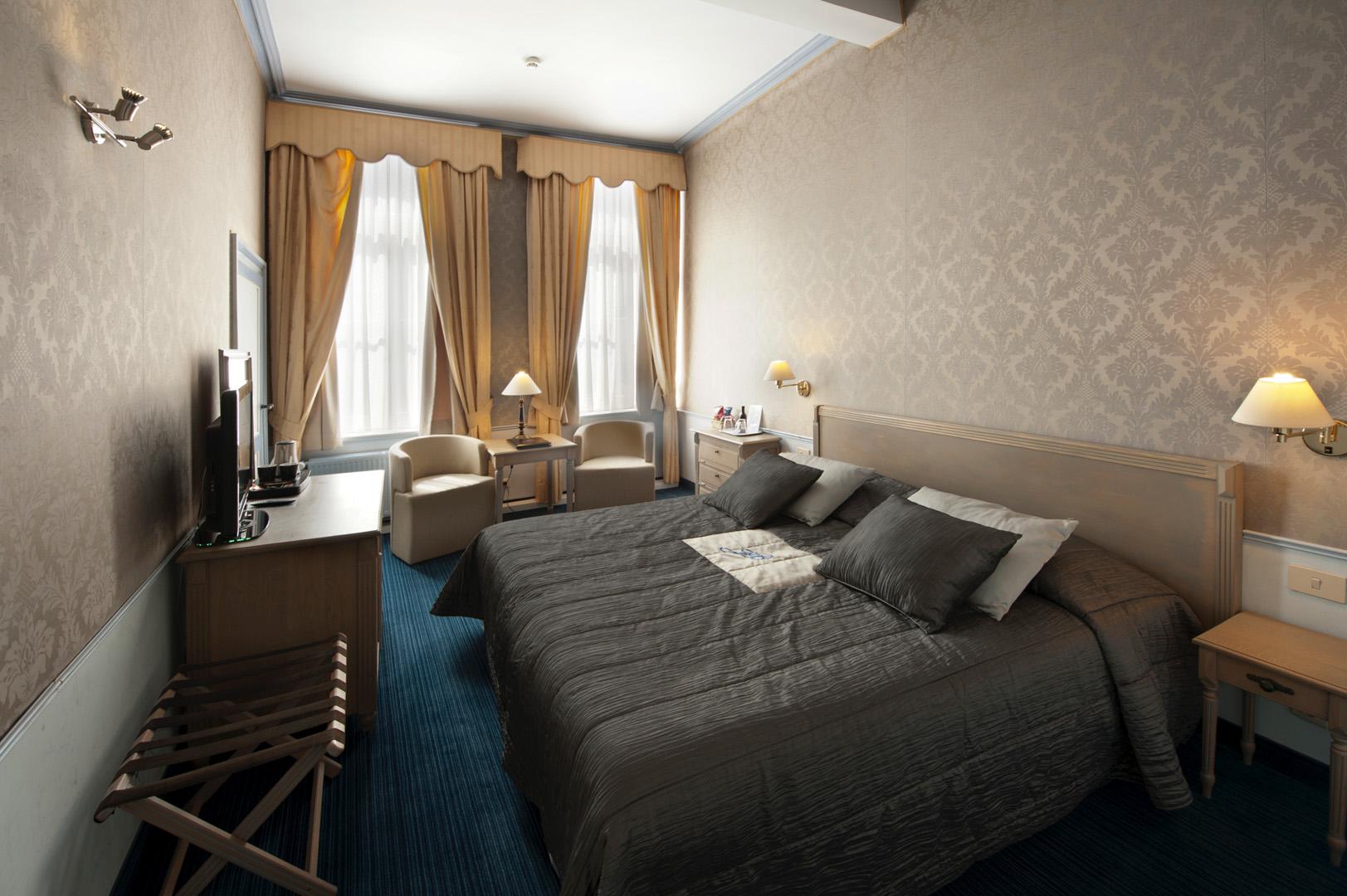 Standaard kamer hotel jan brito brugge belgium - Deco kamer onder dekking ...