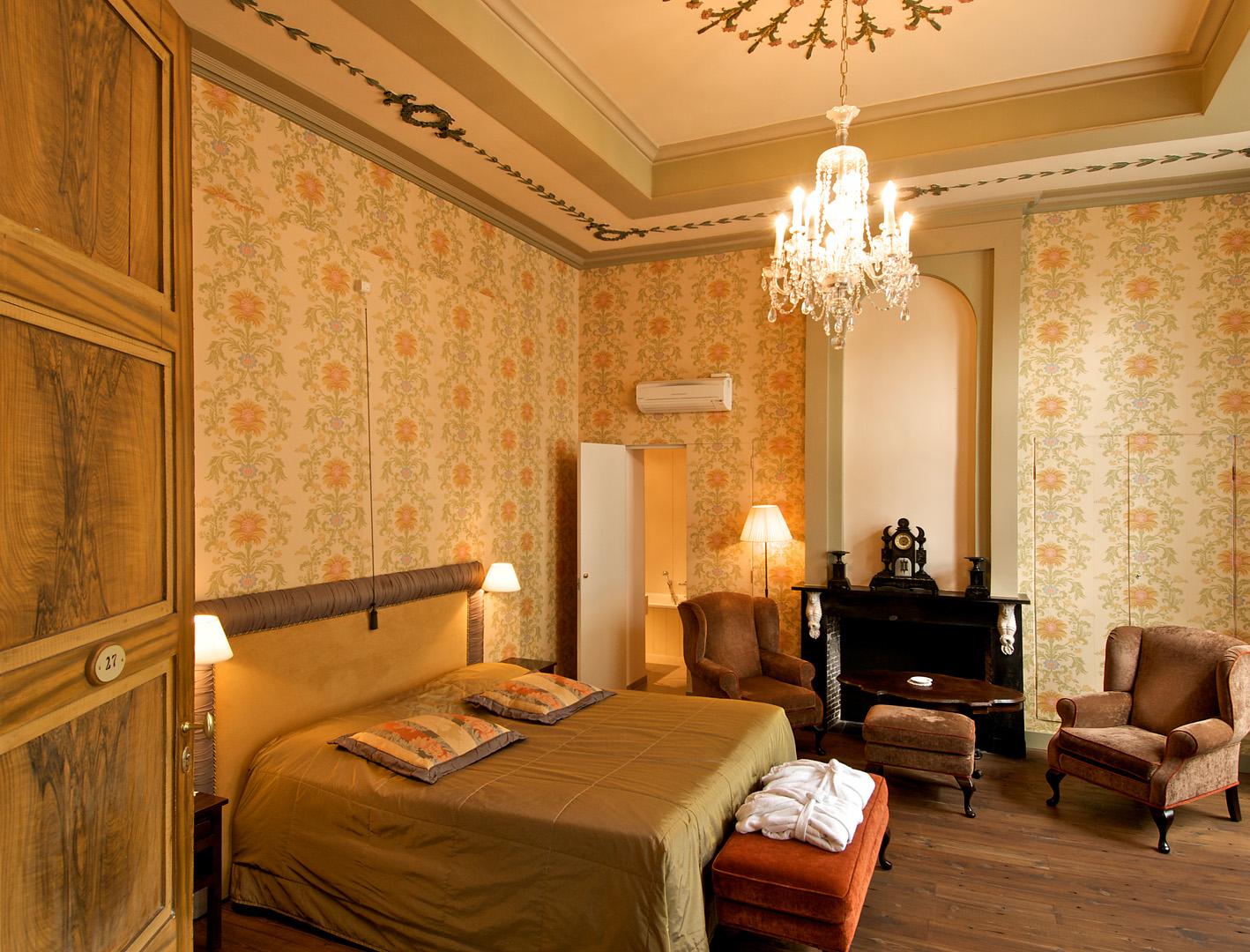 Junior suite hotel jan brito brugge belgium - Deco kamer onder dekking ...
